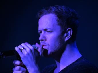 Singing in blue